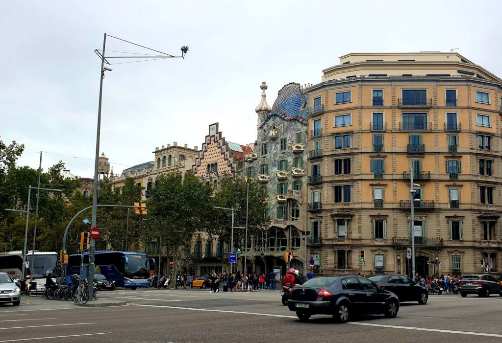 things to do in barcelona gaudi