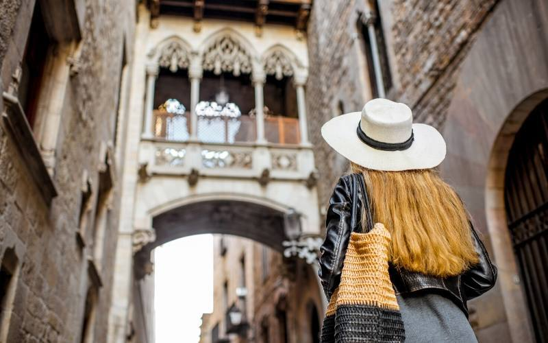 walking tour gothic quarter barcelona