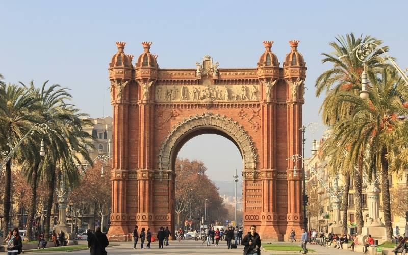 things to do in barcelona arc de triumf