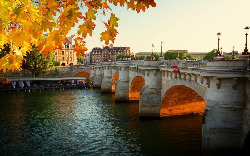things to do paris pont neuf