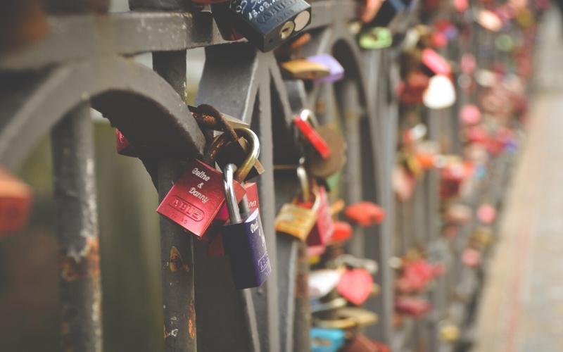 pont des arts love bridge paris