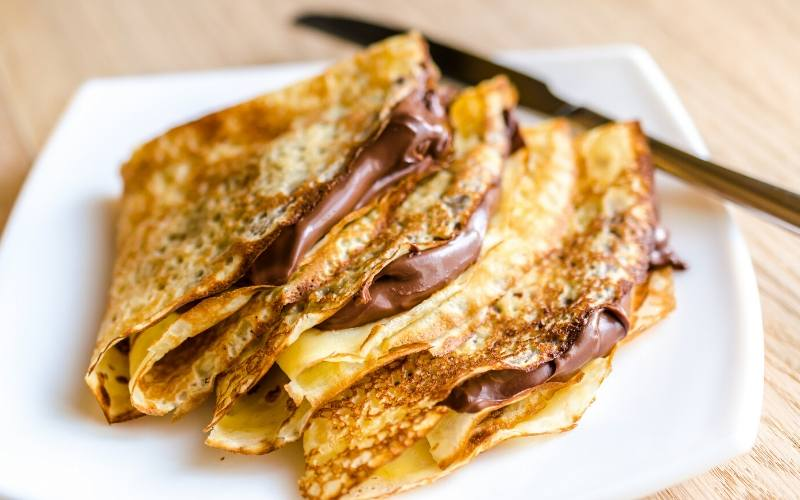 french crepes with nutella
