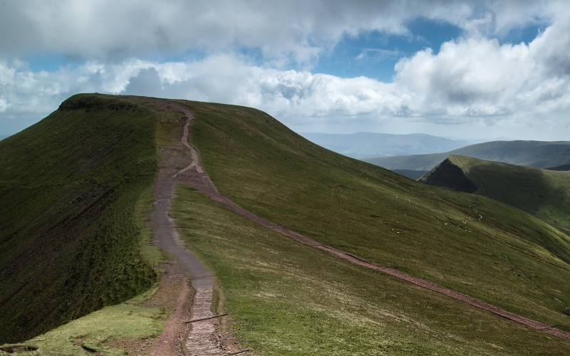 national parks wales beacons hike