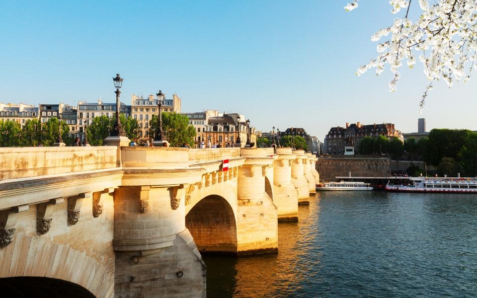 paris fun facts bridges