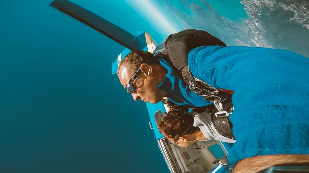 skydive in airlie beach