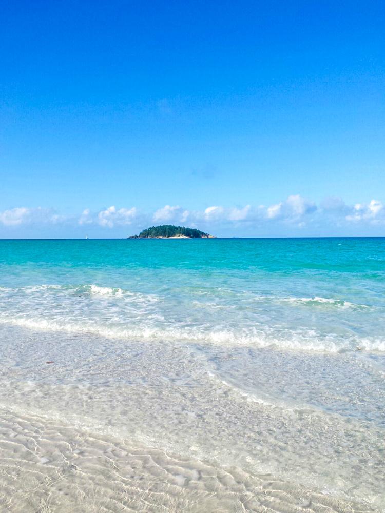 whitehaven beach from airlie beach