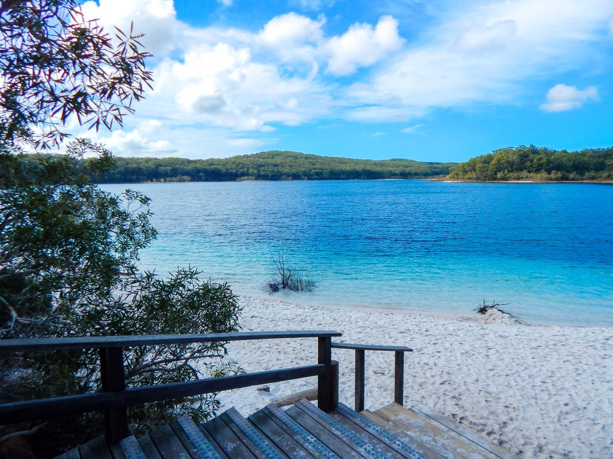 Lake McKenzie on Fraser Island Walking path