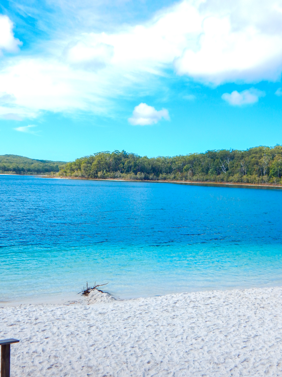 Sunny day Lake McKenzie Fraser Island