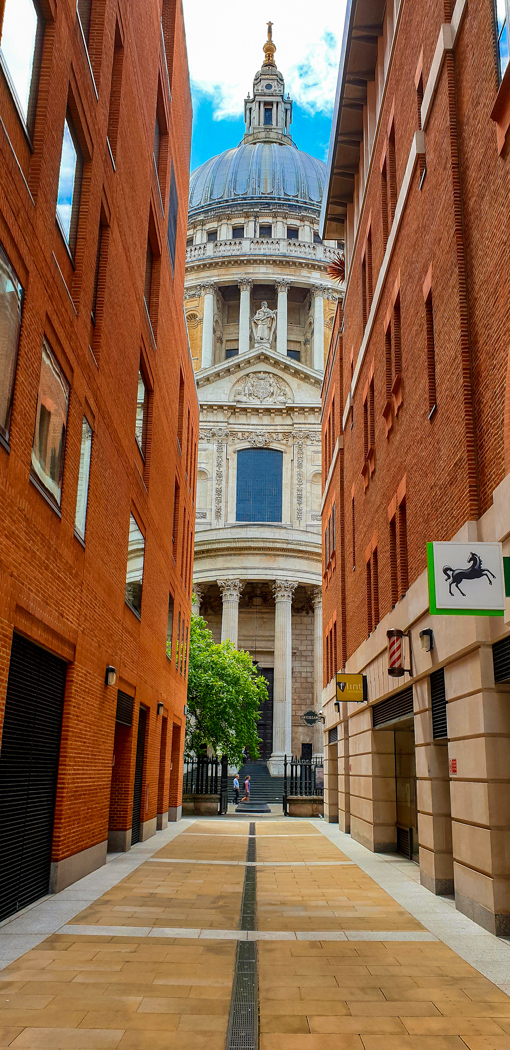 st pauls cathedral in city of london